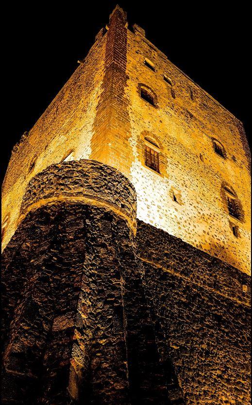 Castello di Adrano illuminato