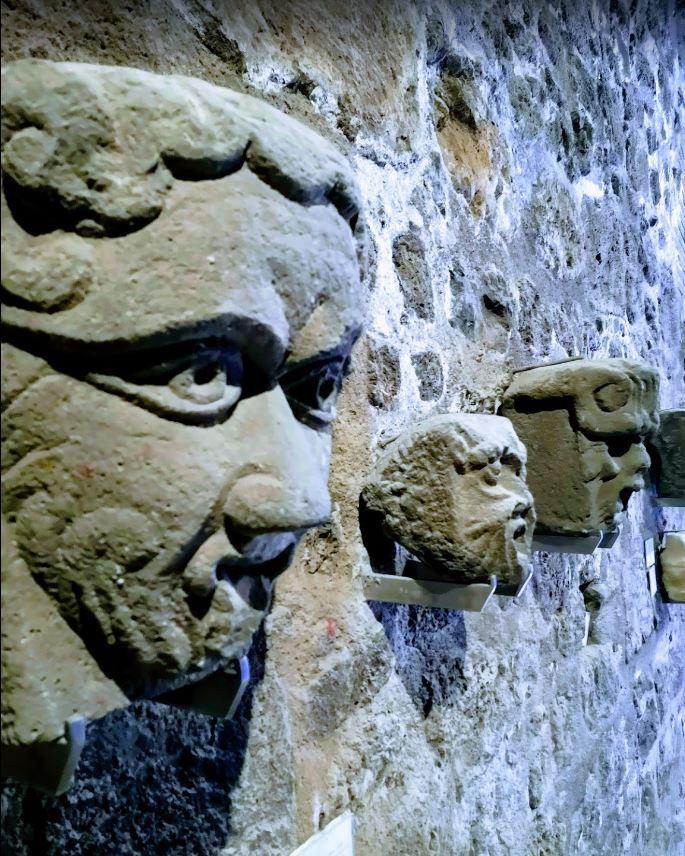 Mascheroni barocchi nel Castello di Adrano