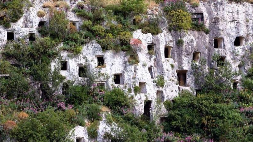 Necropoli Rupestre di Pantalica (Siracusa)