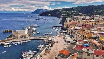 Veduta del porto di Lipari - Isole Eolie